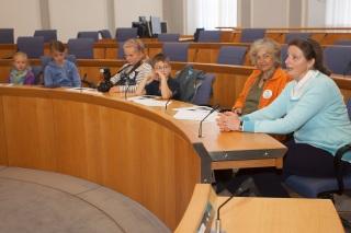 Elisabeth Bröskamp stand den Kindern aus Dierdorf Rede und Antwort und erklärte kindgerecht ihre Arbeit.